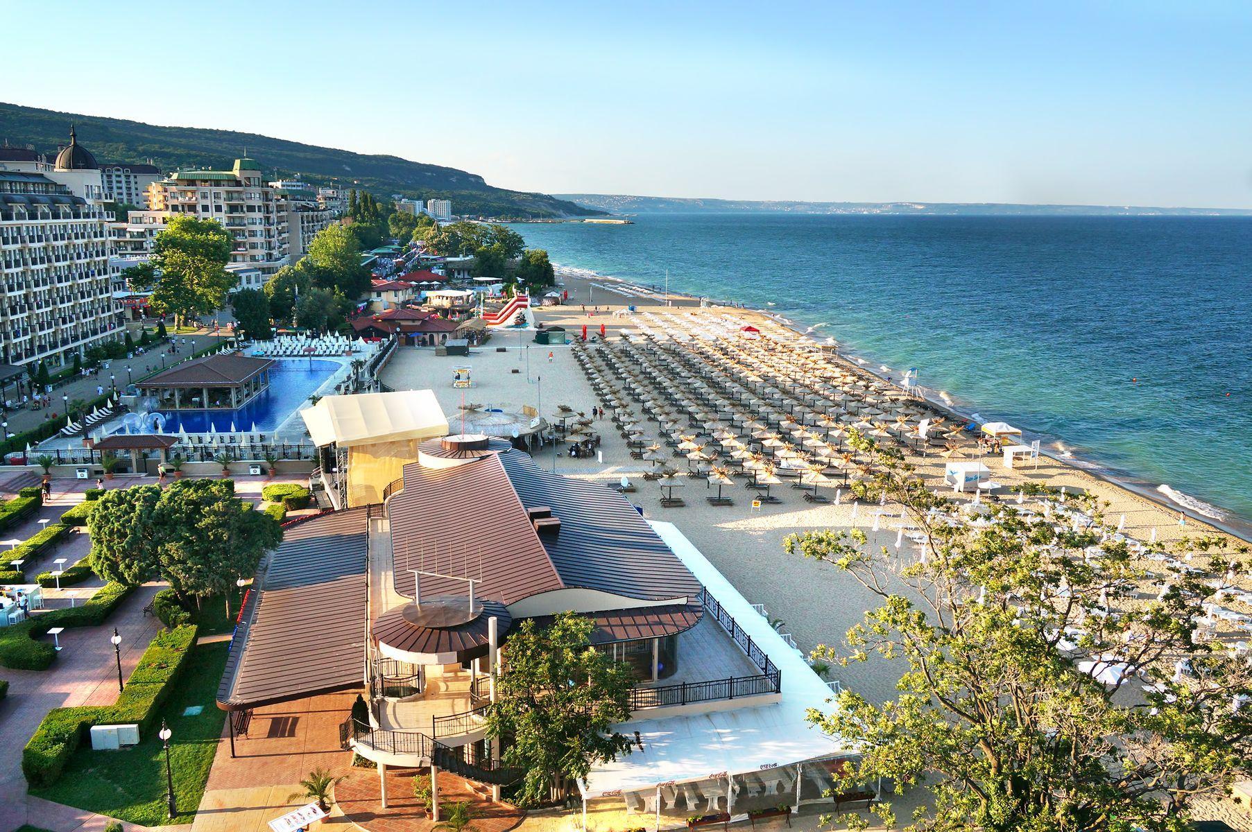 Panorama de la playa y hoteles en un Resort en Sunny Beach, Bulgaria