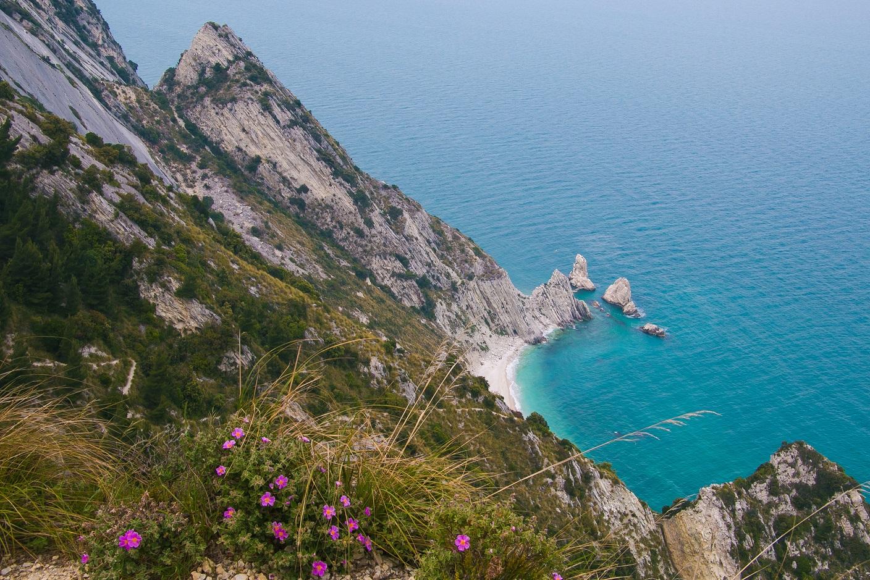 Spiaggia delle due sorelle, Italia